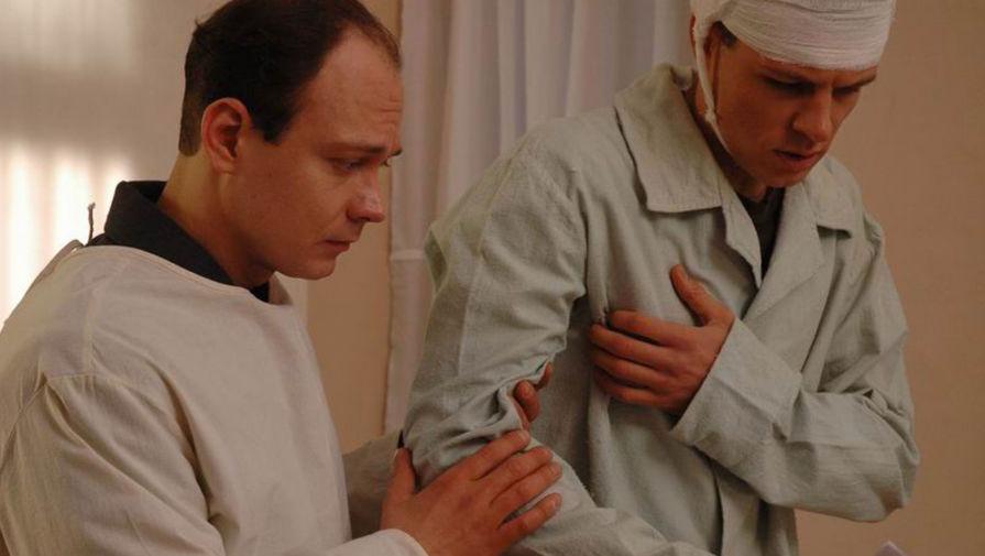 Максим Браматкин и Евгений Пронин в сериале «Небо в огне» (2010)