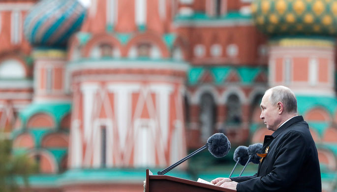 Президент РФ Владимир Путин выступает во время парада, посвященного 76-й годовщине Победы в Великой Отечественной войне, на Красной площади, 9 мая 2021 года