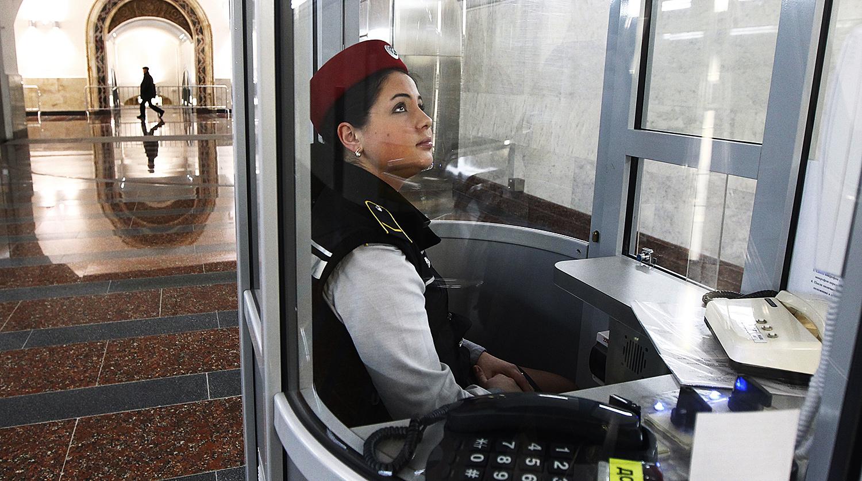 салатики как устроиться на работу в метро билетов Москва
