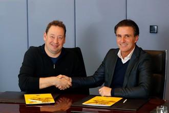 Леонид Слуцкий (слева) подписал контракт с голландским «Витессом»