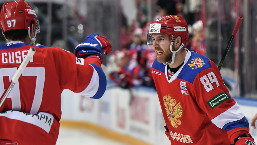 Игроки сборной России Никита Гусев (слева) и Никита Нестеров