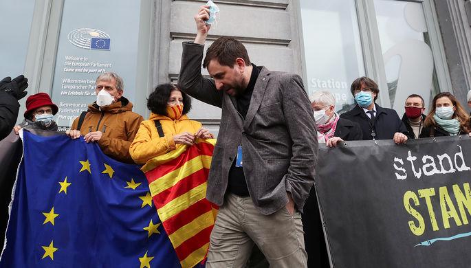 «Политическое преследование»: каталонских депутатов лишили неприкосновенности