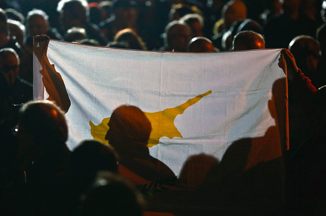 Путин направит военнослужащих на Кипр