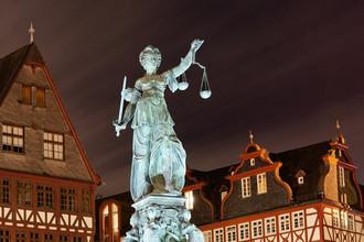 Статуя Правосудия во Франкфурте, Германия