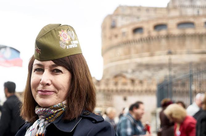 Участница акции «Бессмертный полк» в Риме