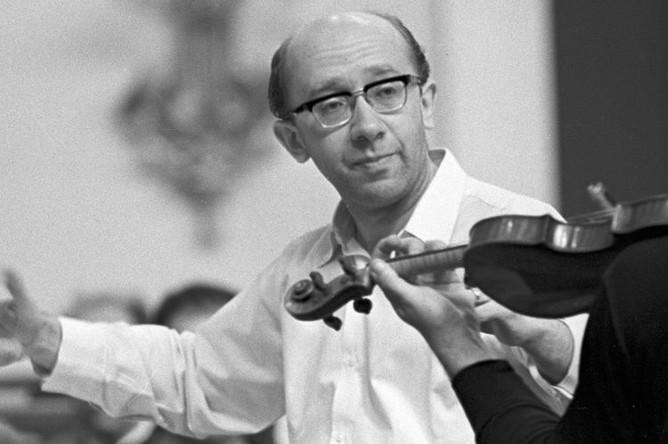 1969 год. Дирижер Геннадий Рождественский во время репетиции с симфоническим оркестром