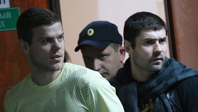 Александр Кокорин и Александр Протасовицкий в здании суда