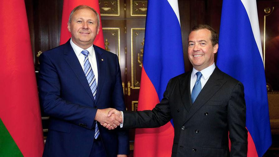 Председатель правительства РФ Дмитрий Медведев и премьер-министр Белоруссии Сергей Румас во время встречи, 24 мая 2019 года