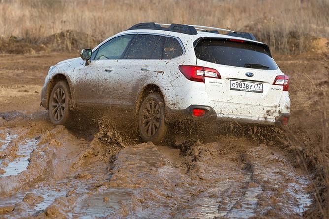 Не смотря на то что на двери багажника SubaruOutback красуется шильдик «Symmetrical awd», это вовсе не означает, что автомобиль имеет постоянный полный привод. Symmetrical awd — размещение на одной линии основных агрегатов: двигателя, коробки передач, карданного вала. Крутящий момент распределяется между осями в пропорции 60 на 40%