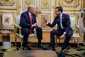 Президент США Дональд Трамп и президент Франции Эмманюэль Макрон во время встречи в Елисейском дворце в Париже, 10 ноября 2018 года