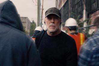 Брюс Уиллис в кадре из фильма «Стекло» (2019)
