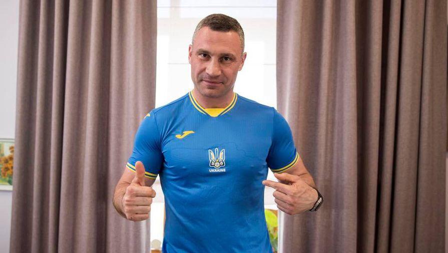 Виталий Кличко в форме сборной Украины по футболу