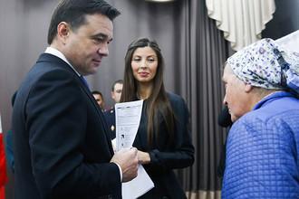 Губернатор Московской области Андрей Воробьев с супругой Людмилой (в центре)