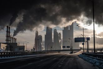 Вид на международный деловой центр «Москва-Сити» с 3-й Магистральной улицы