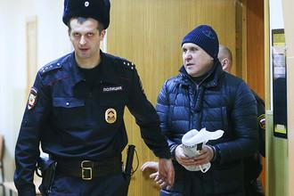 Владимир Евдокимов (справа) после ареста в Басманном суде Москвы, декабрь 2016 года