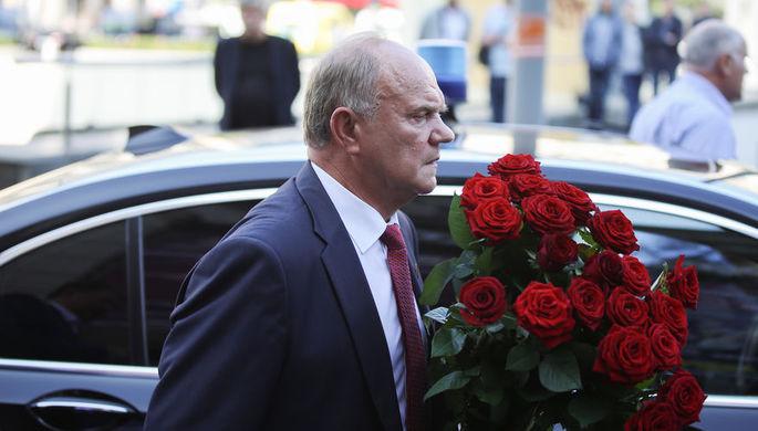 Лидер фракции КПРФ Геннадий Зюганов перед церемонией прощания с Иосифом Кобзоном в Москве, 2 сентября 2018 года