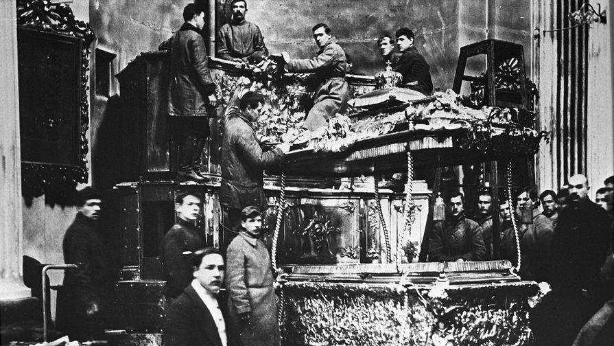 100 лет назад в России началась кампания по вскрытию рак с мощами святых