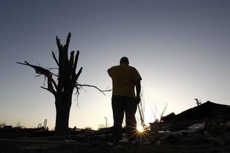 Раннее стихия обрушалась на американцев вечером 28 февраля и унесла жизни 13 человек из Канзаса, Миссури, Иллинойса и Теннеси.