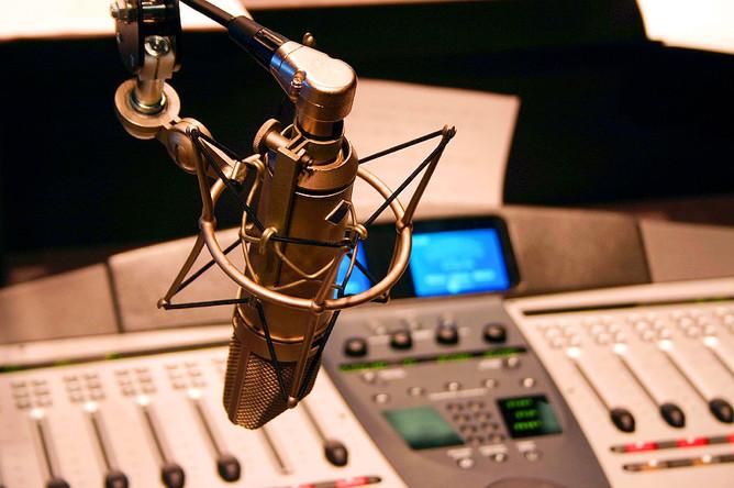 Инвестиционный холдинг «Финам» ведет переговоры о продаже радиостанции «Финам FM», говорят источники