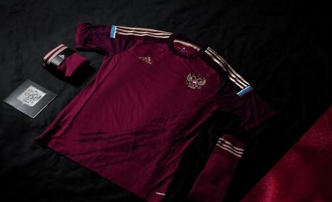 Компания Adidas продемонстрировала новую домашнюю форму футбольной сборной России, в которой национальная команда сыграет на чемпионате мира — 2014 в Бразилии