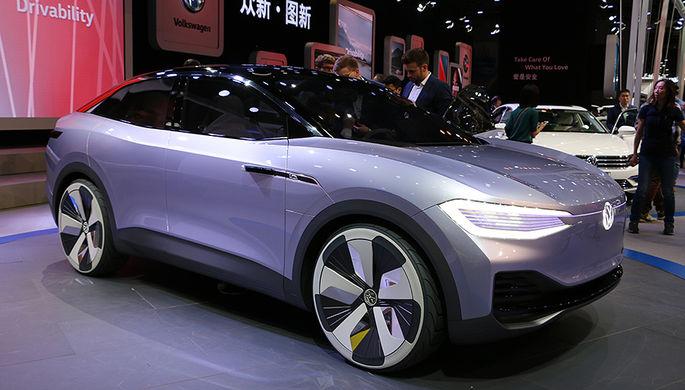 Концепт-кар Volkswagen I.D. Crozz оснащен двумя электромоторами суммарной мощностью 302 л.с. Зарядки хватит на 500 км езды, при этом максимальная скорость ограничена отметкой 180 км/час