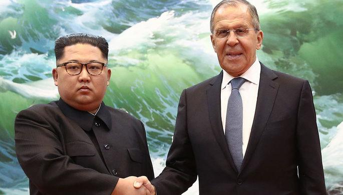 Высший руководитель КНДР Ким Чен Ын и глава МИД России Сергей Лавров во время встречи в Пхеньяне, 31...