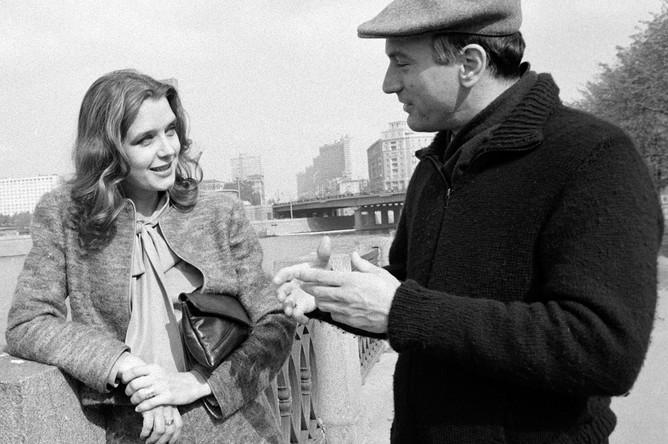 Ирина Алферова и Роберт Де Ниро на набережной Москвы-реки, 1983 год