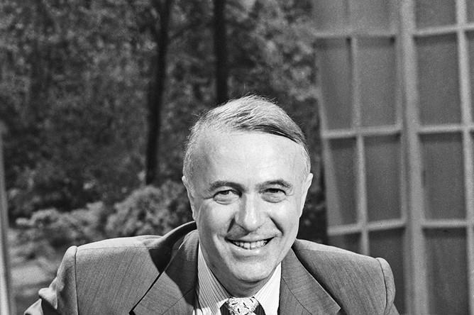 Телеведущий Борис Ноткин, автор и ведущий программы «Приглашает Борис Ноткин». 1994 год