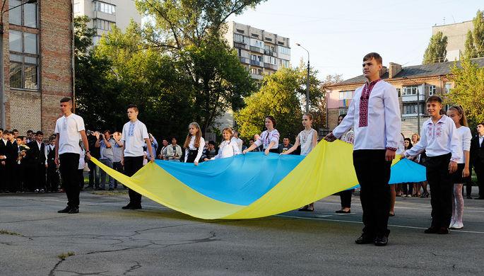«На пользу народа»: школы Украины прекращают обучение на русском