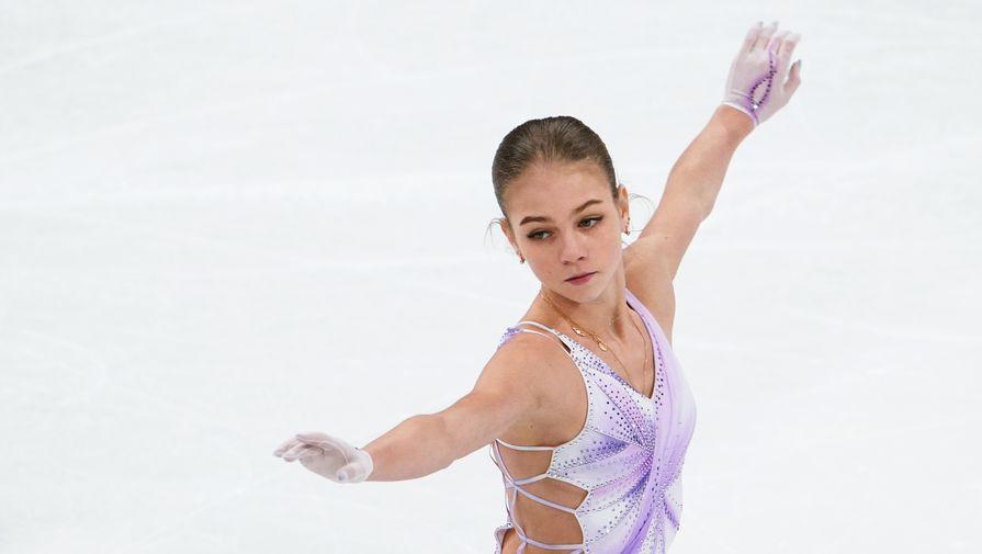 Александра Трусова (Россия) выступает с короткой программой в женском одиночном катании на чемпионате мира по фигурному катанию в Стокгольме.