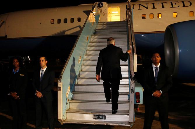Госсекретарь США Рекс Тиллерсон в аэропорту Абуджи, Нигерия, перед завершением турне по странам Африки, 12 марта 2018 года