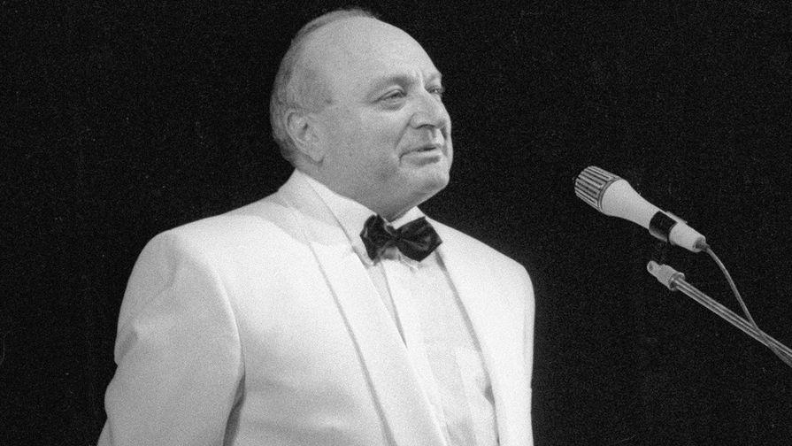 Михаил Жванецкий во время выступления, 1995 год