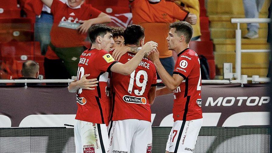 Футболисты «Спартака» празднуют гол в ворота «Локомотива»