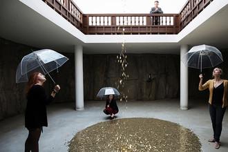 Инсталляция Вадима Захарова «Даная» в павильоне России на Венецианской биеннале, 2013 год