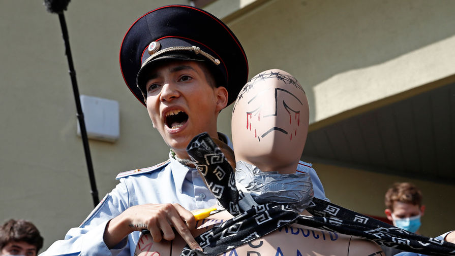 Акционист Павел Крисевич инсценировал самоубийство на Красной площади