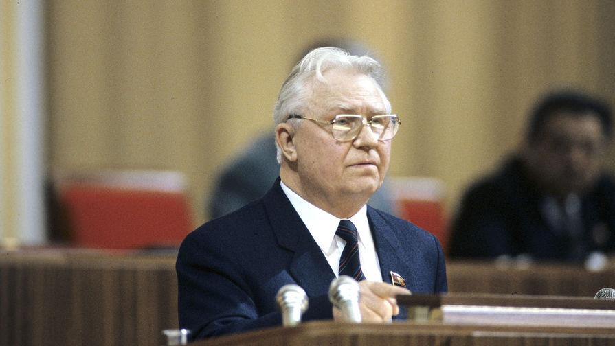 Член Политбюро ЦК КПСС, секретарь ЦК КПСС Егор Кузьмич Лигачев на 2 съезде народных депутатов СССР, 1989 год