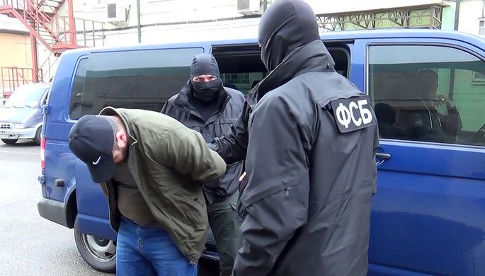 Сотрудники ФСБ России во время задержания сторонника запрещенной в РФ террористической организации «Исламское государство», готовившего теракт в Норильске во время парада Победы, 25 мая 2021 года