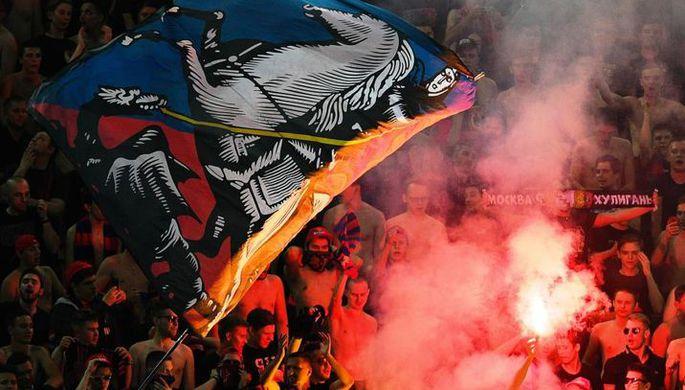 Болельщики ЦСКА во время матча за Суперкубок России по футболу между «Локомотивом» и ЦСКА.