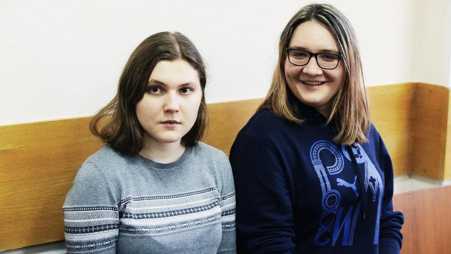 Анна Павликова и Мария Дубовик во время рассмотрения ходатайства следствия о продлении меры пресечения для фигурантов дела «Нового величия», 11 сентября 2018 года