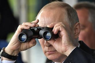 Владимир Путин во время инспекции действий вооружённых сил Союзного государства России и Белоруссии на основном этапе совместного стратегического учения «Запад-2017» на полигоне «Лужский», 18 сентября 2017 года