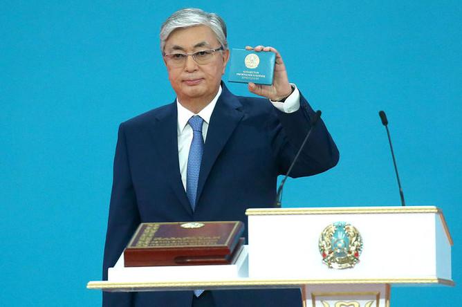 Избранный президент Казахстана Касым-Жомарт Токаев после церемонии принесения присяги народу Казахстана во время вступления в должность президента на совместном заседании палат парламента Республики Казахстан во Дворце независимости, 12 июня 2019 года