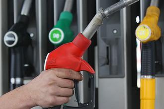 ФАС и Минэнерго заставят нефтяников продавать 10% бензина через биржу