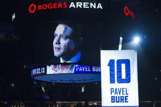 Игровой свитер Павла Буре поднимают под своды «Роджерс Арены»