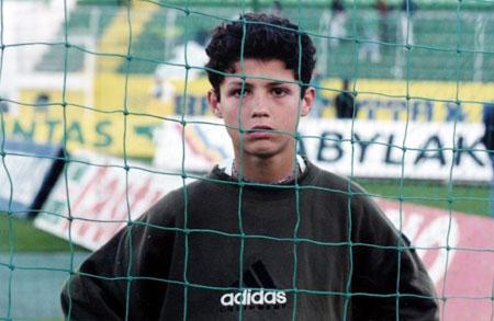 Роналду в роли мальчика, подающего мячи