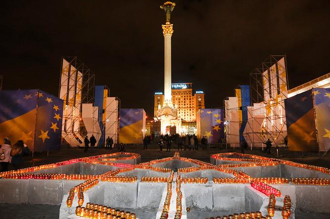 Свечи в память о погибших в годовщину «майдана» в Киеве, 21 ноября 2017 года