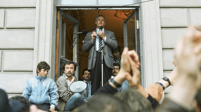 Мэр Ленинграда Анатолий Собчак выступает перед собравшимися перед Мариинским дворцом 19 августа 1991 года. Фото: Усманов/РИА «Новости»