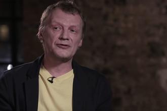Алексей Серебряков во время интервью Юрию Дудю (кадр из видео)