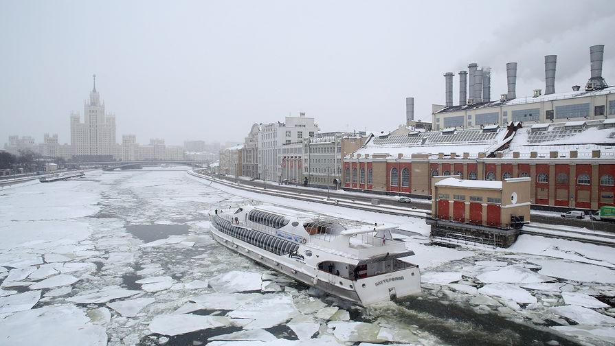 Теплоход «Рэдиссон» на Москве-реке, 4 марта 2018 года