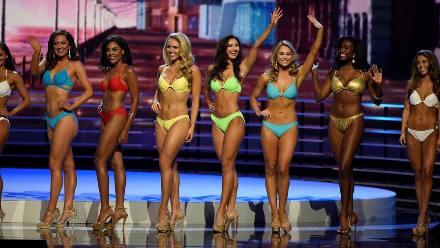 Дефиле в купальниках во время конкурса «Мисс Америка» в Атлантик-Сити, штат Нью-Джерси...