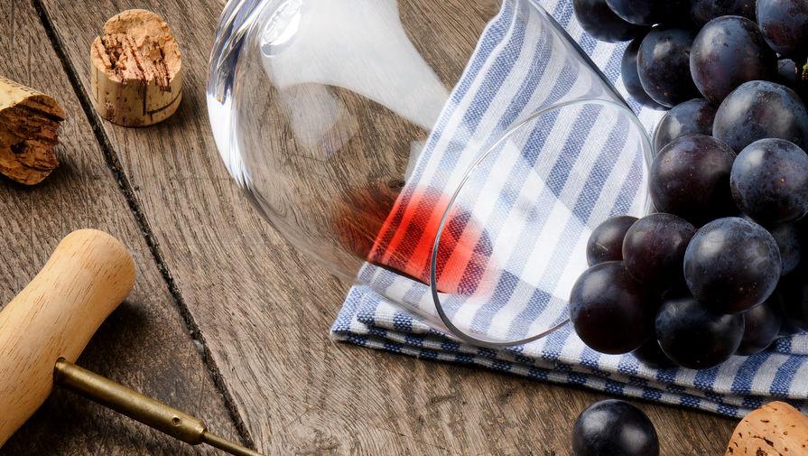 Красное вино затопило испанский завод